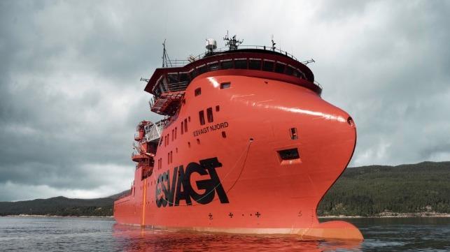 Esvagt SOV rescata a siete pescadores heridos frente a la costa inglesa