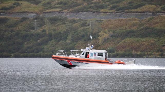 Nueve heridos en la colisión de un barco de la Marina de los EE. UU.