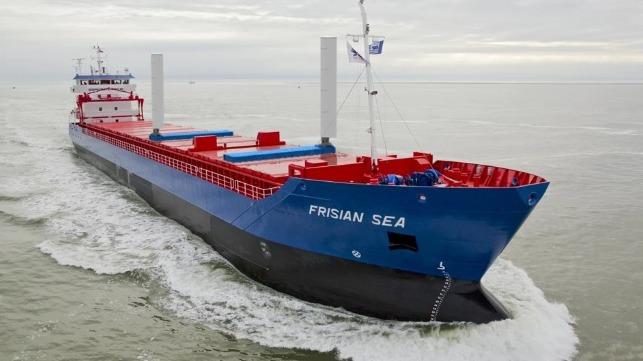 Buque de carga holandés navega con nueva tecnología asistida por viento
