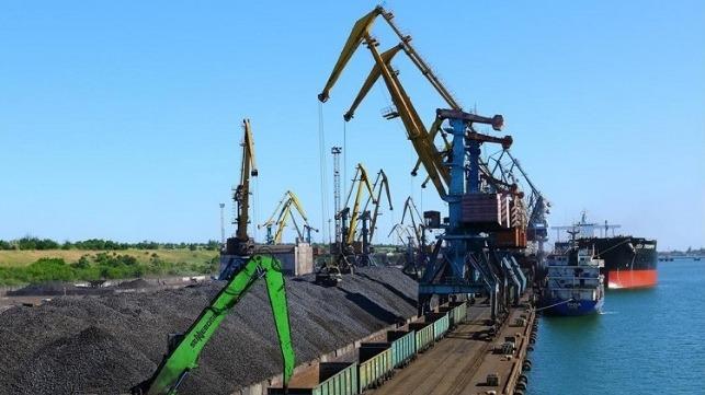 Port Yuzhny manejó un millón de toneladas de carga en abril
