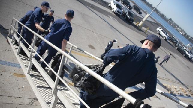 La Guardia Costera de EE. UU. Descarga $ 90 millones de carga de cocaína en San Diego
