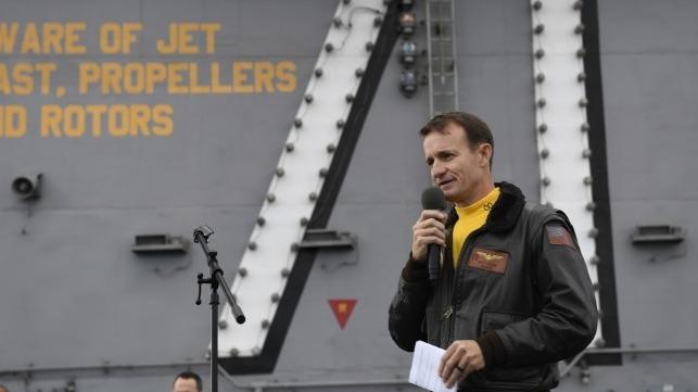 Los líderes de la Marina de los EE. UU. Recomiendan reinstalar al capitán Crozier