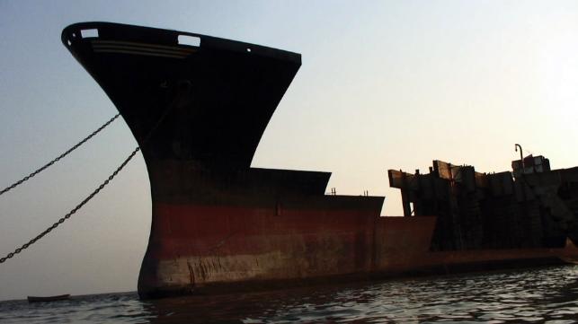 Trabajador muerto en otoño en un astillero de desguace de buques de Bangladesh