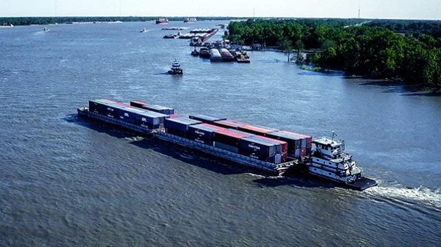 El servicio de contenedores en barcazas se une al programa de compensación de carbono