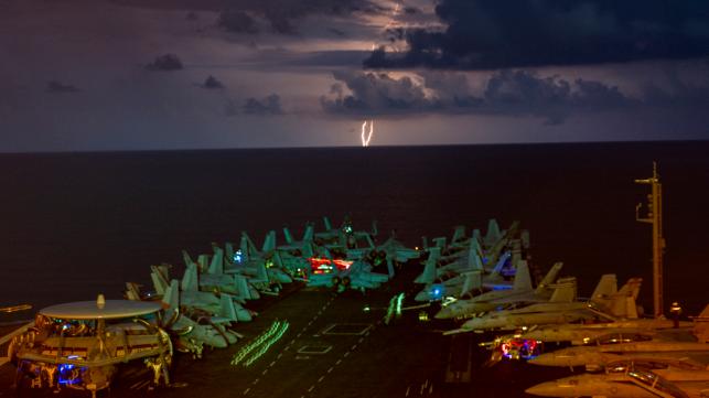 Dos portaaviones de la Armada de EE. UU. Envían un mensaje en el mar de China Meridional