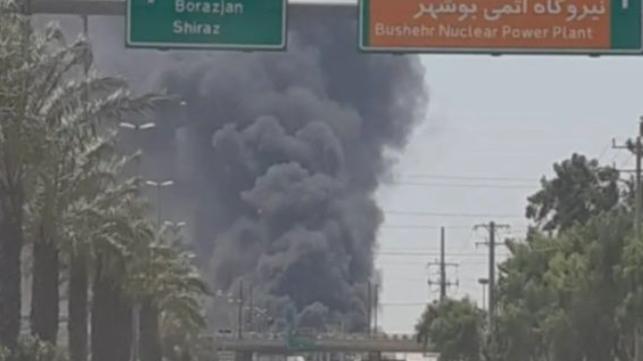 Gran incendio daña siete barcos en el puerto de Bushehr, Irán