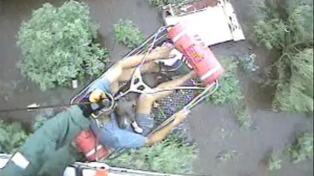 La Guardia Costera de EE. UU. Rescata a los sobrevivientes de la tormenta Barry