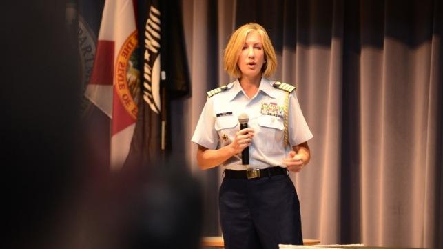 La Guardia Costera de EE. UU. Nombra a su primera abogada jefe
