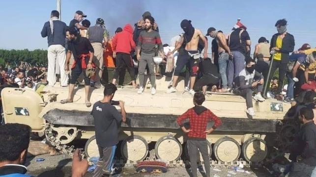 Un muerto, ocho heridos en enfrentamientos en el puerto de Umm Qasr