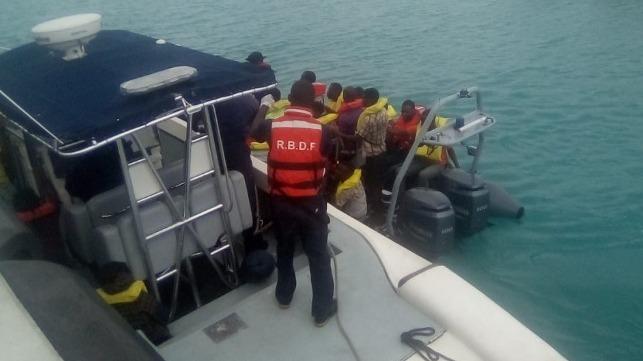 187 rescatado de una pequeña balsa frente a las islas Turcas y Caicos