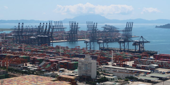 Las cadenas de suministro globales se desploman a medida que la variante del virus y los desastres golpean