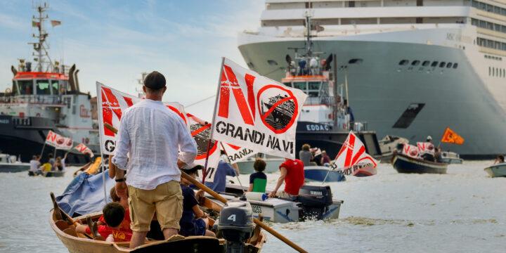 Manifestantes de «No grandes barcos» intentan bloquear la salida de cruceros
